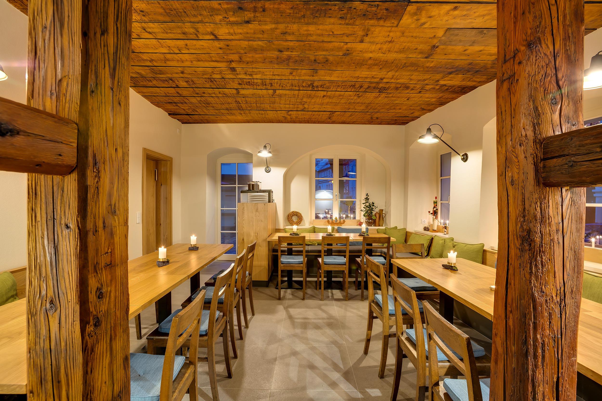 rustikal, modernes Restaurant vom grünem Zweig